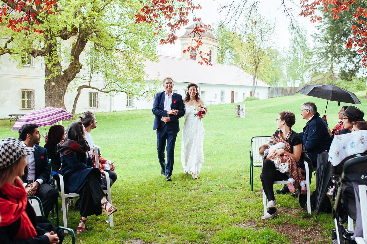 12Freynoi-Hochzeitsfotografie-Waldviertel-Schlooss-Wetzlas-6349
